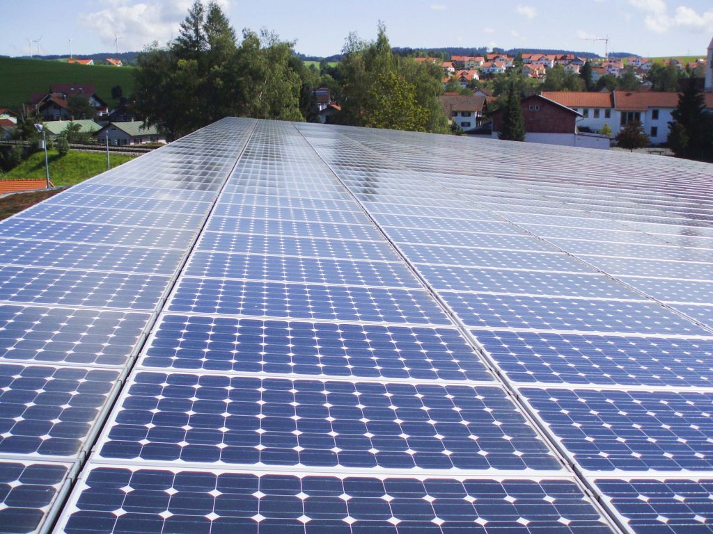 Photovoltaik-Anlagen schützen ebenfalls die Immobilie.
